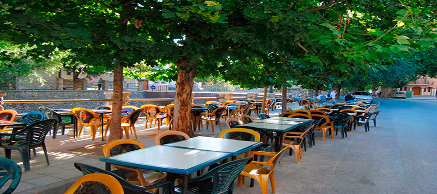 terraza-junto-al-rio-genil